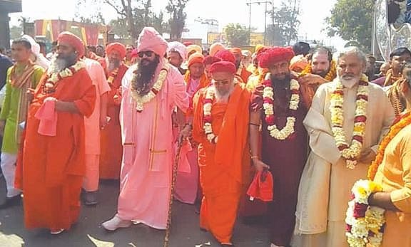 panchayati-bada-akhara-indifferent-city-entrance-of-the-jamaat-of-saints-of-pangat