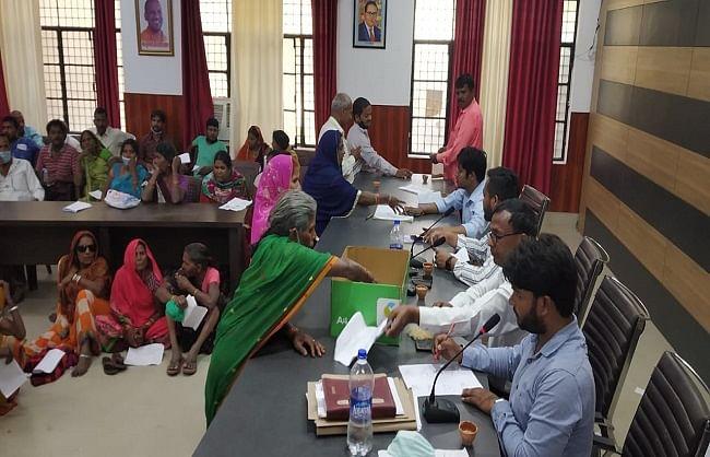 गोरखपुर : 401 पटरी व्यवसायियों के लिए स्थान हुआ आरक्षित, हर एक को मिली दो वर्ग मीटर जमीन