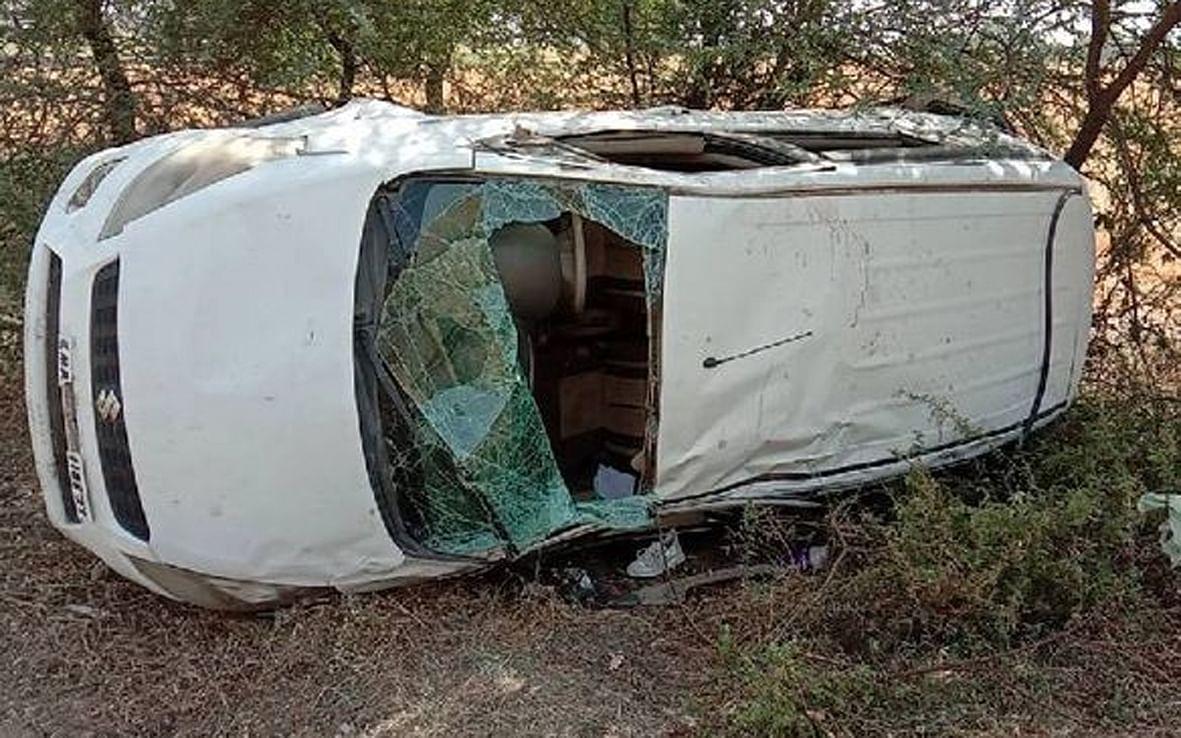 अपडेट.. रतलामः डिवाइडर से टकराकर कार खाई में गिरी,  दो की मौत, दो घायल