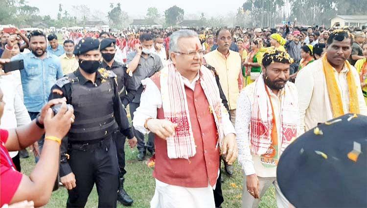 छत्तीसगढ़ : केरल में सीपीएम के विरुद्ध तो बंगाल में सीपीएम के साथ, यही कांग्रेस का चरित्र है : डॉ रमन