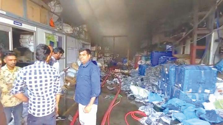 आदित्य इंडस्ट्रीज फैक्टरी में भीषण आग, करोड़ों का नुकसान