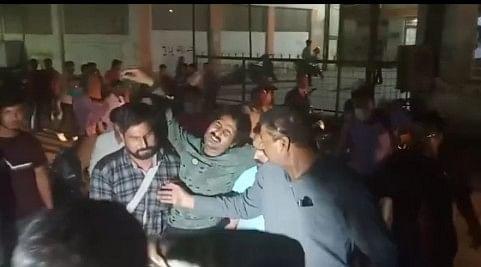 कानपुर :  एसटीएफ की मुठभेड़ में एक लाख का इनामी बदमाश चोटिल, साथी समेत गिरफ्तार