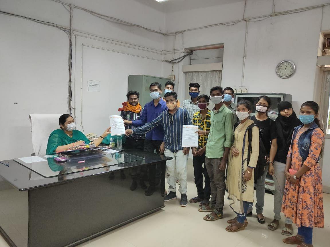 जगदलपुर : नियमित प्राध्यापकों की नियुक्ति के लिए अभाविप ने कलेक्टर को सौंपा ज्ञापन
