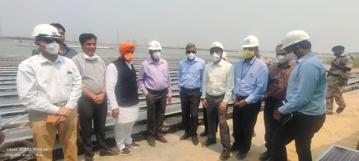 हैदराबाद के रामागुंडम पहुंचे नवकरणीय ऊर्जा मंत्री हरदीप डंग, फ्लोटिंग सोलर प्लांट का किया अवलोकन