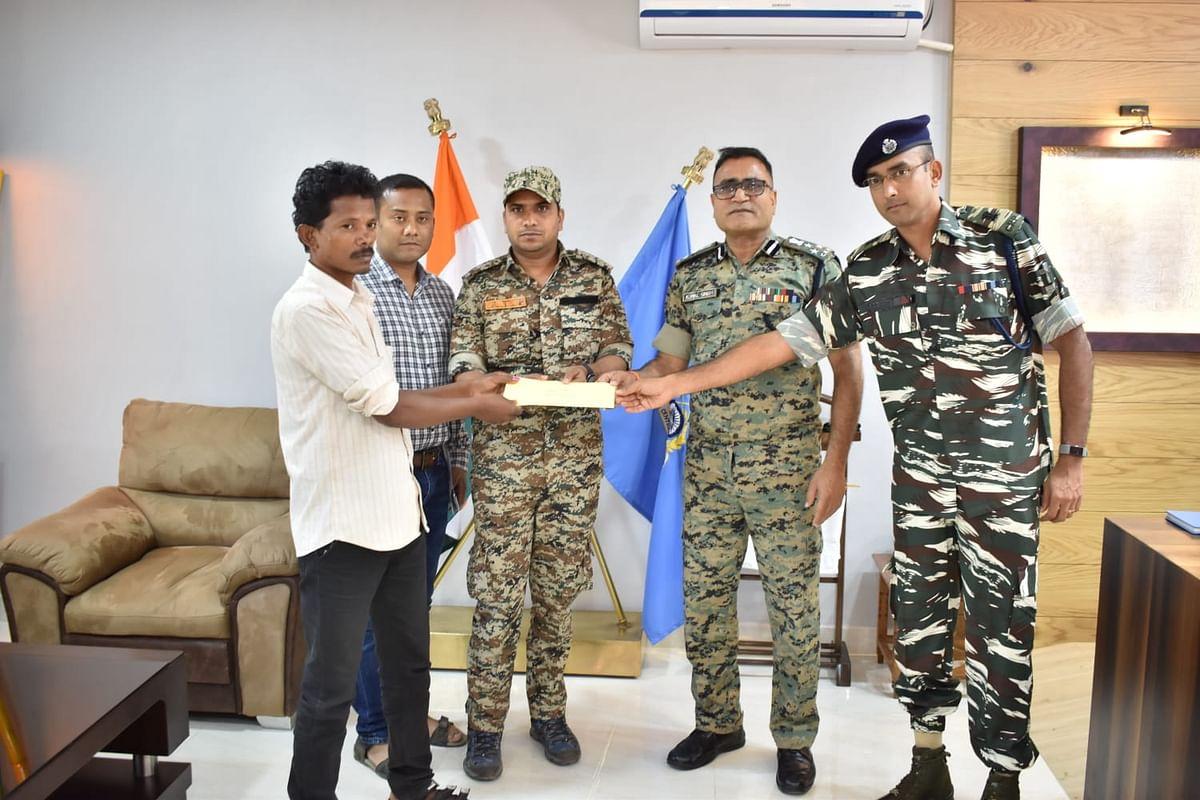बीजापुर : बासागुड़ा-जगरगुण्डा एरिया कमेटी के मिलिशिया सदस्य ने किया आत्मसमर्पण