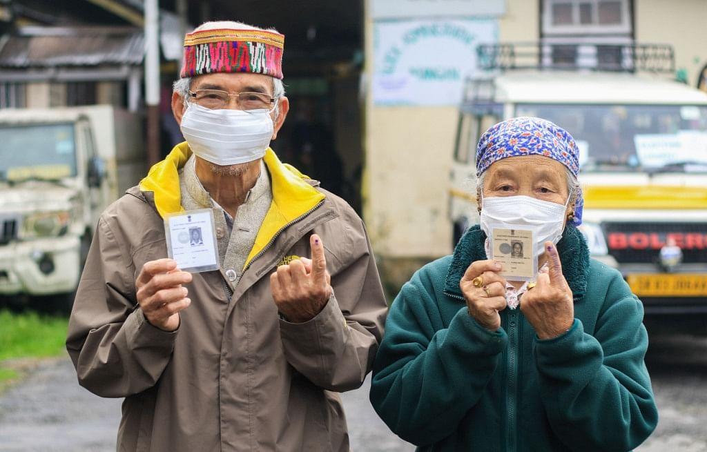 सिक्किम में नगर निकायों के लिये  मतदान जारी,  बुथों पर कोविड प्रोटोकॉल का हो रहा पालन