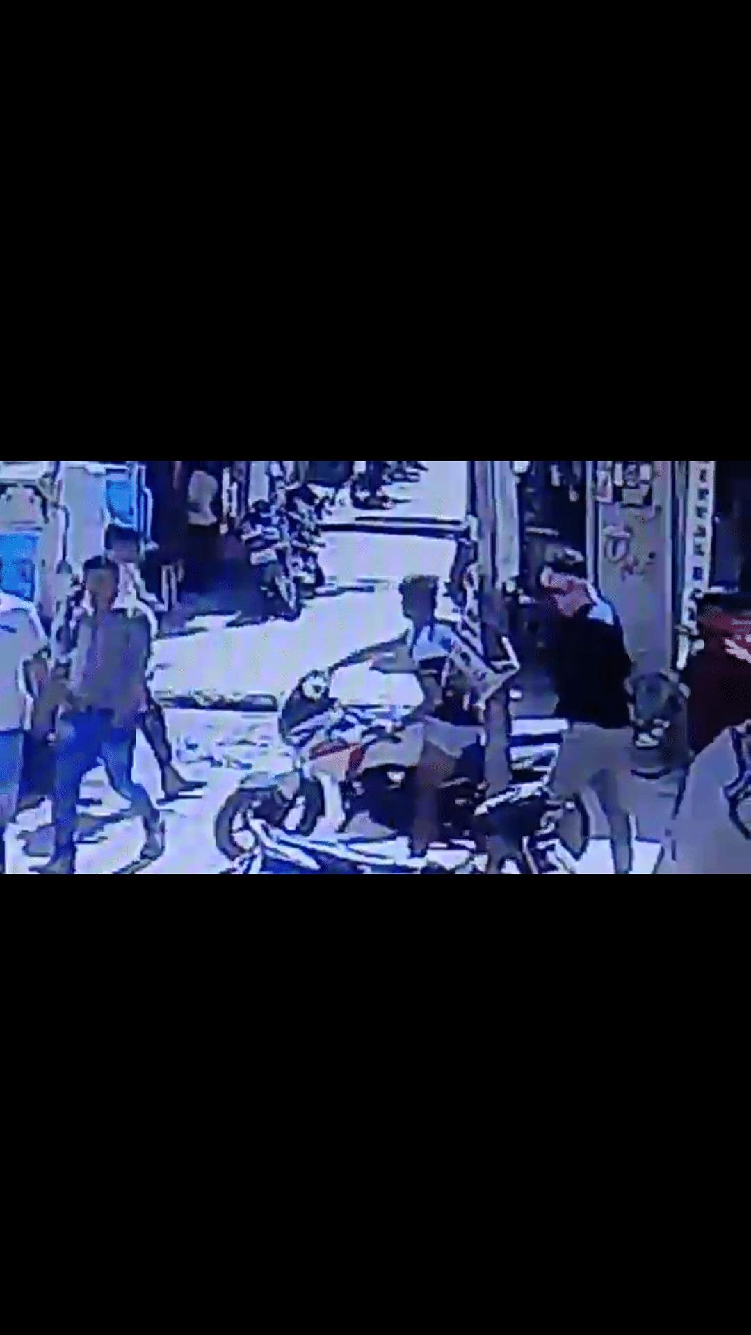 अपडेट.. मोबाइल दुकानदार से विवाद पर चली गोली