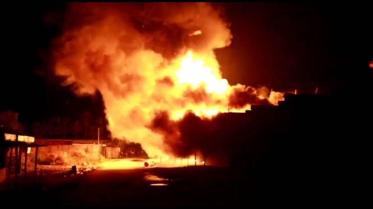 आग से सात व्यवसायिक प्रतिष्ठान जलकर राख