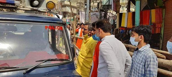 राज्यमंत्री नीलकंठ ने पैदल चलकर बाबा विश्वनाथ का किया दर्शन