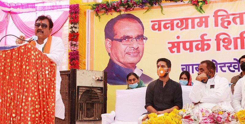 ग्रामीणों की समस्याओं के निराकरण के लिए लग रहे हितग्राही सम्पर्क शिविर : मंत्री डॉ. शाह