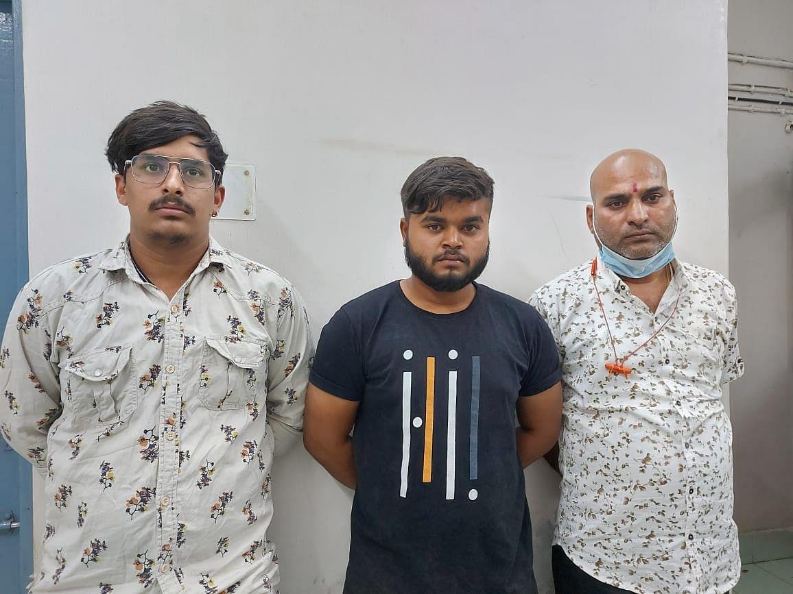 रायपुर  :  स्टेडियम में चल रहा था सट्टा, तीन गिरफ्तार