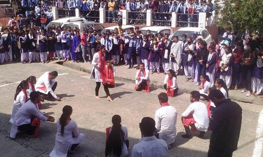 गंगा स्वच्छता पखवाड़े पर नुक्कड़ नाटक