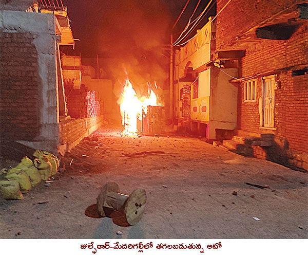 तेलंगाना : भाइंसा में भड़की सांप्रदायिक हिंसा, शहर में लगा कर्फ्यू, 20 घायल, एक सौ से अधिक हिरासत में