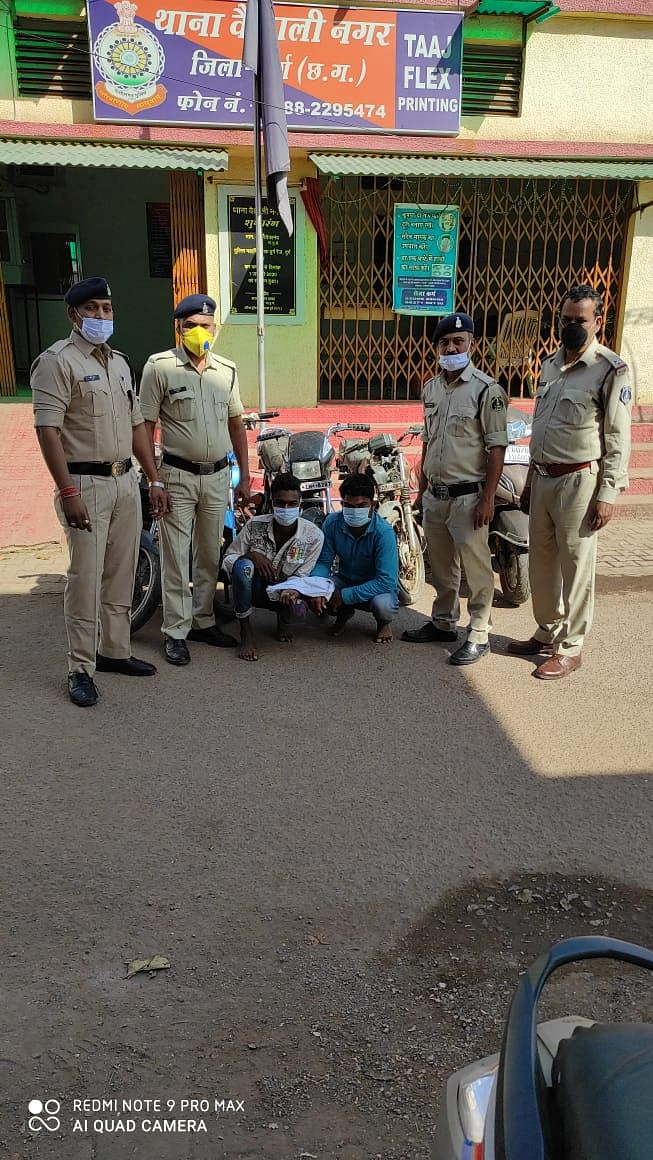भिलाई नगर : दुपहिया वाहन चोर गिरोह के दो सदस्य गिरफ्तार, 5 मोटरसाइकिल 3 इंजन दो चेचिस मुंगेली के गैरेज से जप्त,
