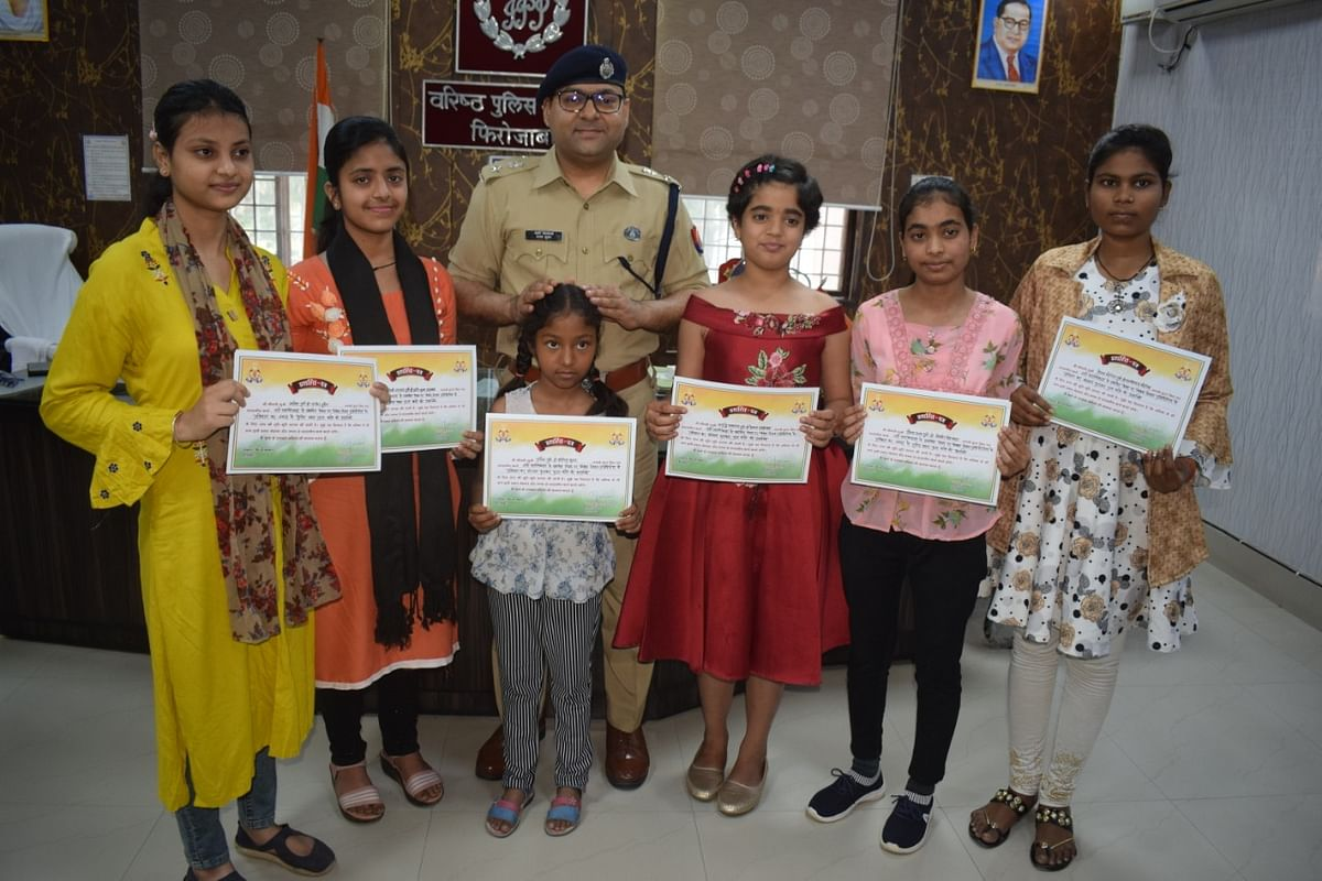निबंध प्रतियोगिता की विजेता बालिकाओं को एसएसपी ने किया सम्मानित