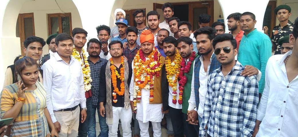 फतेहपुर: अभाविपा के नवमनोनीत प्रदेश मंत्री तरुण बाजपेई का कार्यकर्ताओं ने किया भव्य स्वागत