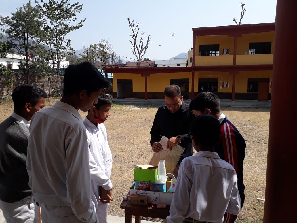 पुष्पा वडेरा सरस्वती विद्या मंदिर में विज्ञान प्रदर्शनी का आयोजन
