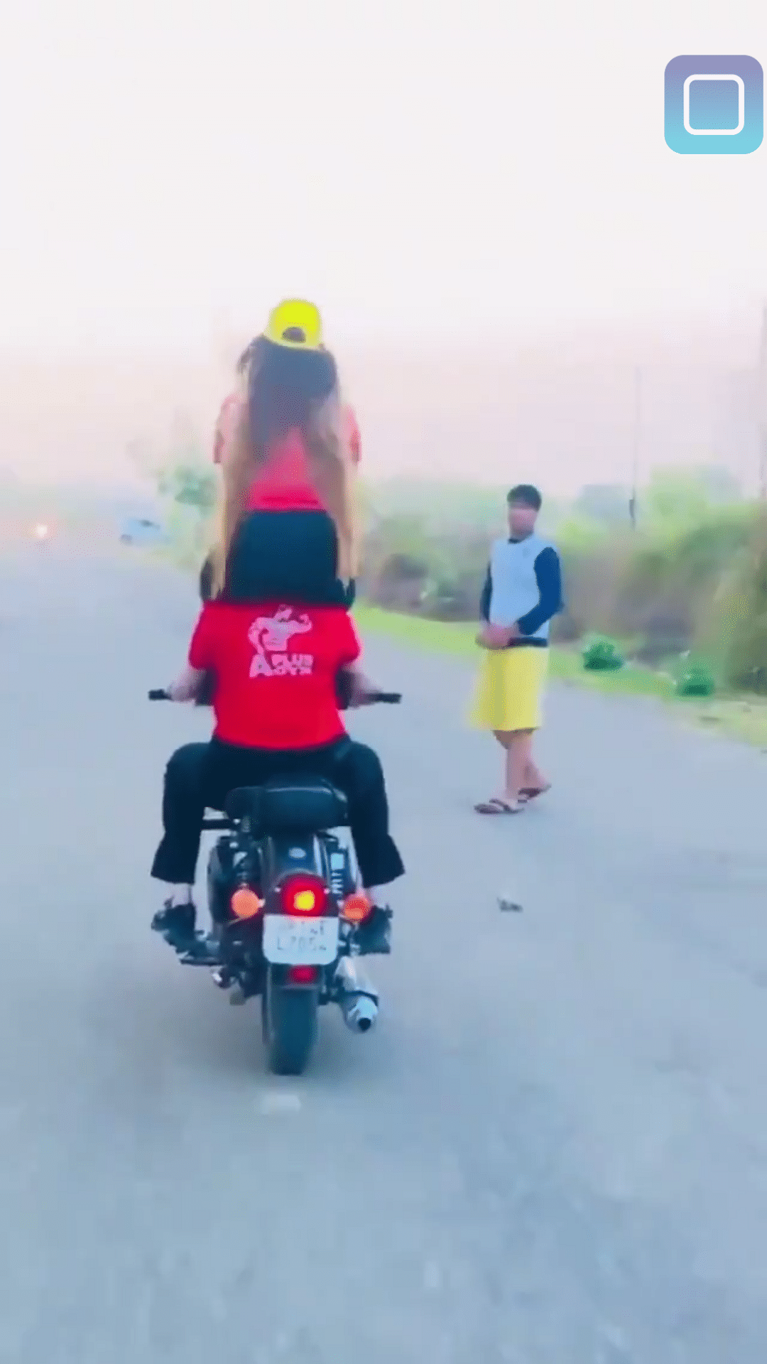 ghaziabad-two-girls-get-expensive-doing-stunts-on-motorcycle-e-challan-of-11-thousand-chopped