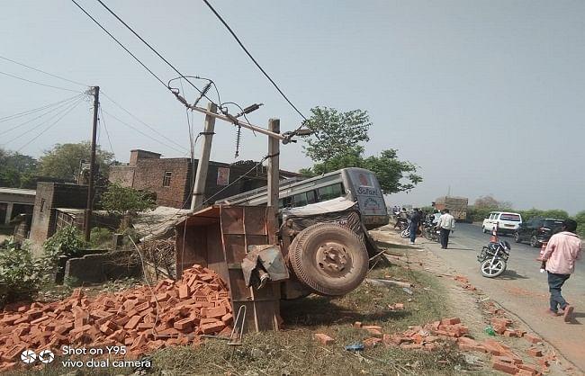 कुशीनगर :ट्रैक्टर-ट्राली से टकराई बारातियों से भरी बस, एक की मौत, 12 घायल
