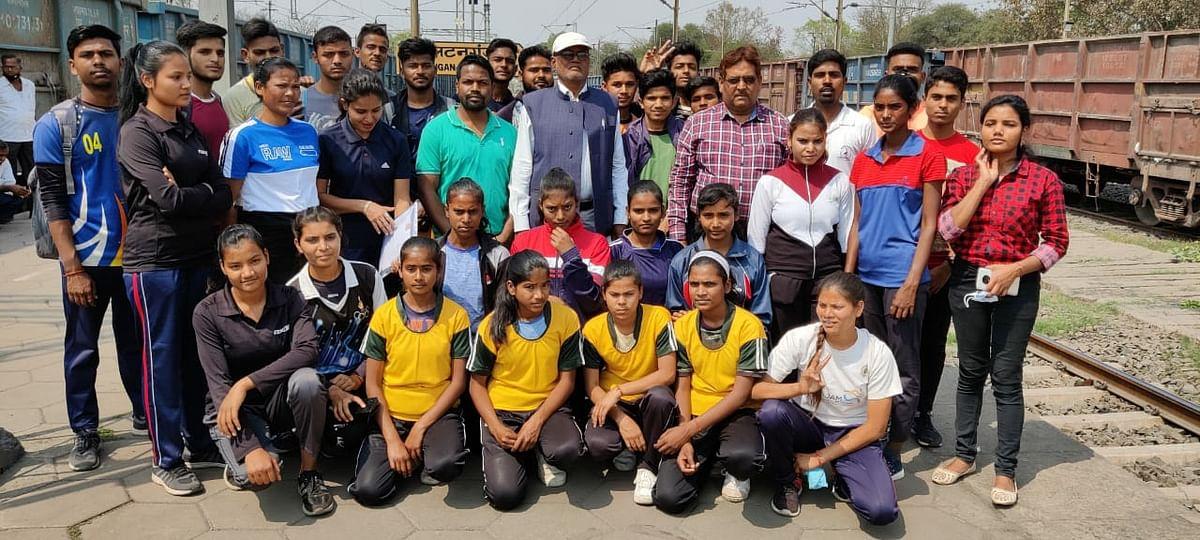 राज्य स्तरीय जूनियर कबड्डी प्रतियोगिता में भाग लेने के लिए पलामू टीम रवाना