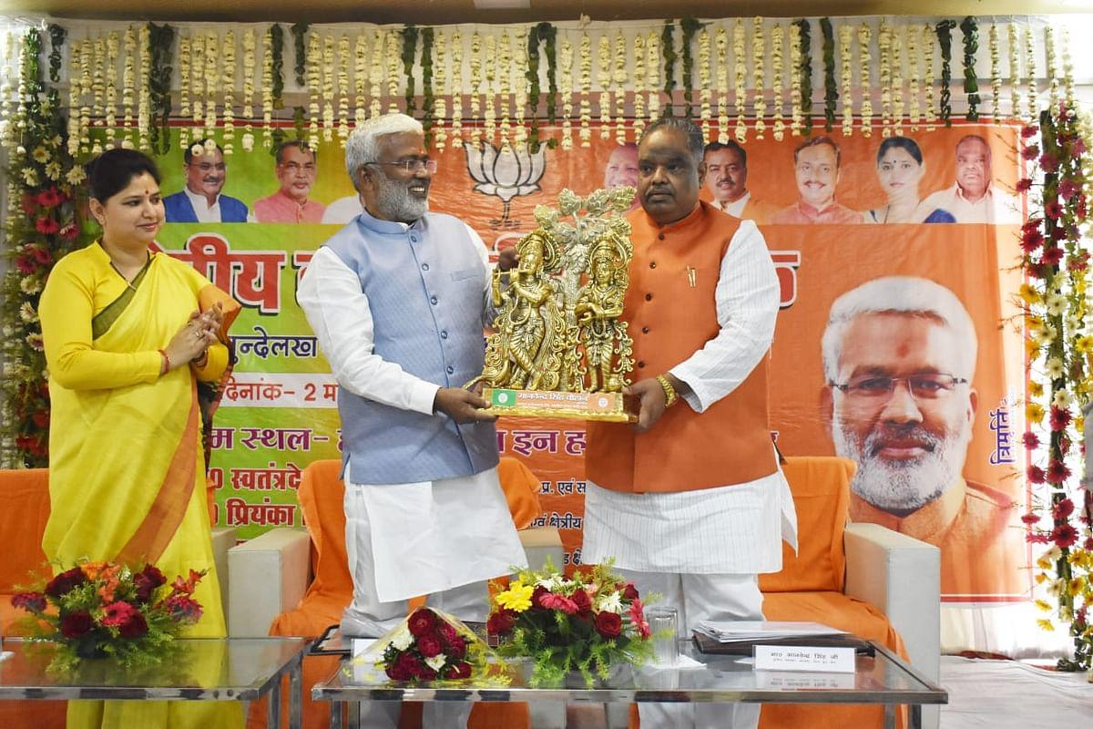 भ्रष्टाचार मुक्त भारत की ओर अग्रसर है भाजपा की सरकारें : स्वतंत्र देव सिंह