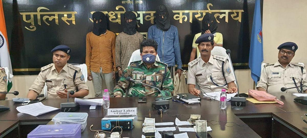 चार सड़क लुटेरों को पुलिस ने किया गिरफ्तार