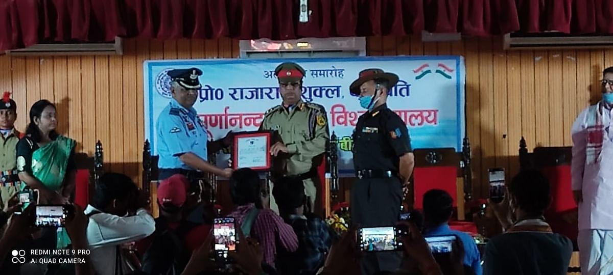 सम्पूर्णानन्द संस्कृत विश्वविद्यालय के कुलपति ऑनरेरी कर्नल कमाण्डेन्ट उपाधि से सम्मानित