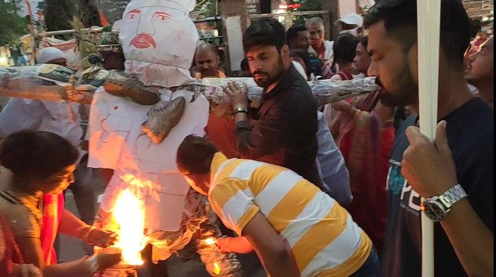 हिंदू संगठनों ने फूंका मुख्यमंत्री का पुतला