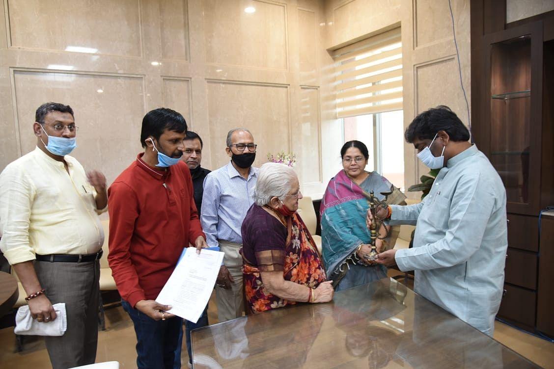 भानुमति नीलकंठन अवार्ड्स संस्था के सदस्यों ने की मुख्यमंत्री से मुलाकात