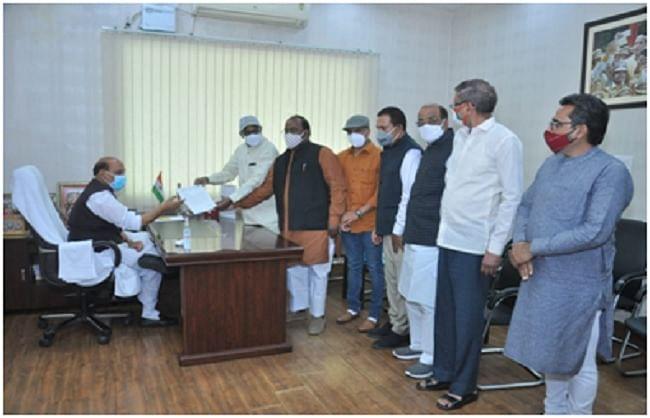 पिछड़े समाज के हित में किए कार्यों के लिए भाजपा ओबीसी मोर्चा ने रक्षामंत्री से मुलाकात कर आभार जताया