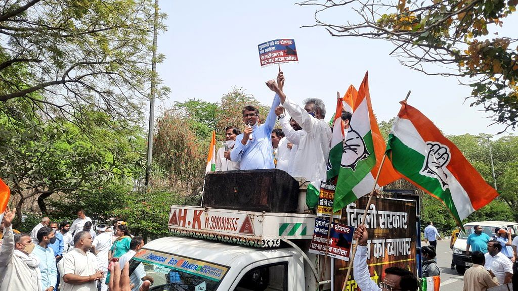 आबकारी नीति के विरोध में दिल्ली कांग्रेस ने किया प्रदर्शन