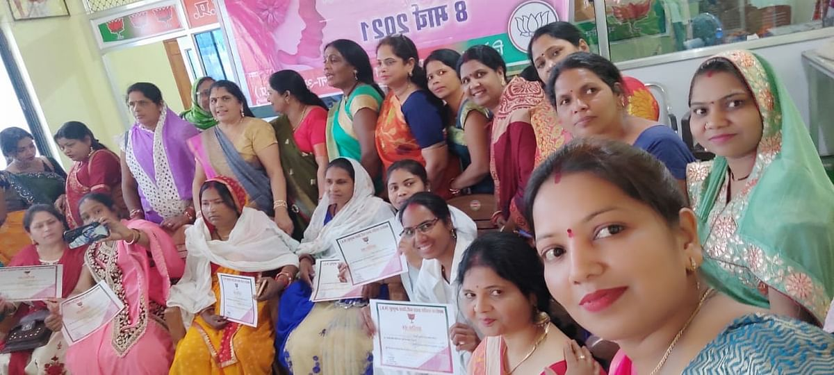 अनूपपुर में सेवा क्षेत्र में कार्यरत महिलाओं का भाजपा ने किया सम्मान