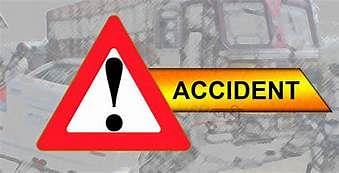 मिर्जामुराद में तेज रफ्तार कार ट्रेलर से टकराई, सिपाही घायल