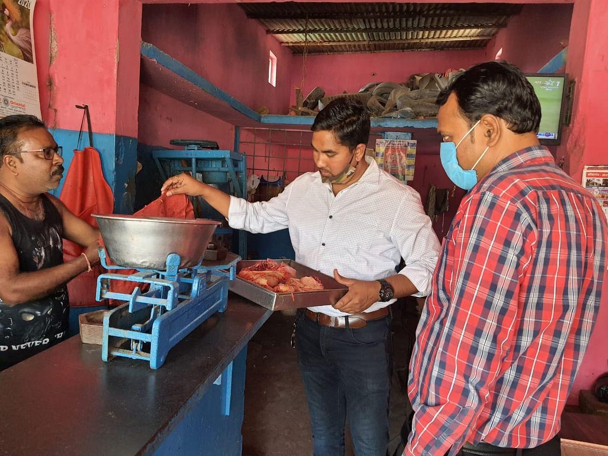 कोंडागांव  :चिकिन मार्केटों में स्वच्छता न होने पर जांच दल ने संचालकों को लगाई फटकार