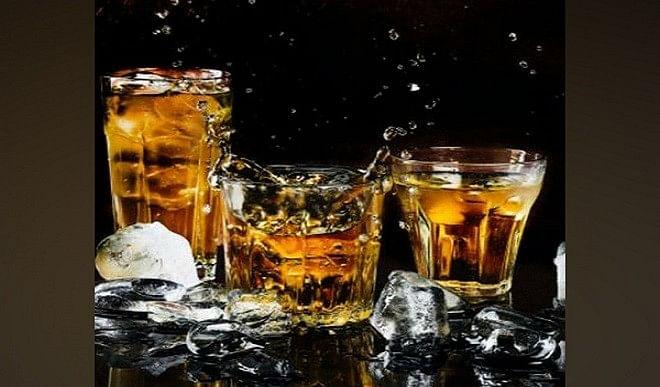 पंजाब में कोविड-नियमों का उल्लंघन, बाबा रोडेशाह की समाधि पर शराब चढ़ाने जमा हुए श्रद्धालु