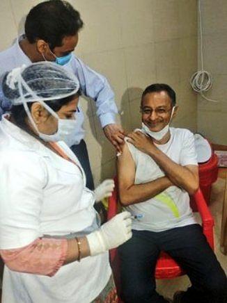 राज्यसभा सांसद और कैबिनेट मंत्री ने कोविड वैक्सीन की लगवाई डोज