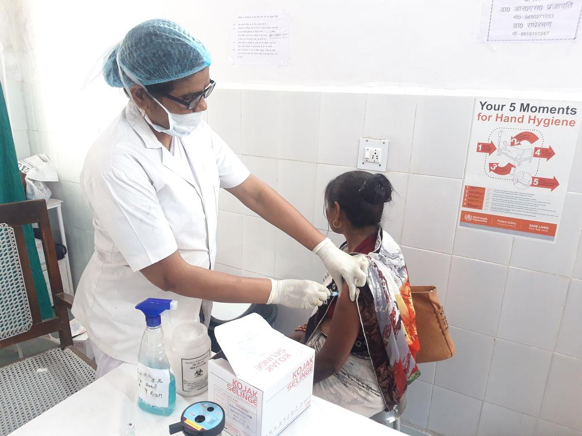 हमीरपुर में अब 27 हजार बुजुर्गों को कोरोना के टीके लगाये जाने की तैयारी