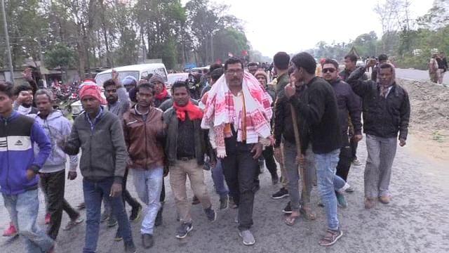 सीपीआई (एमएल) के नेता विवेक दास का कार्यकर्ताओं ने किया स्वागत