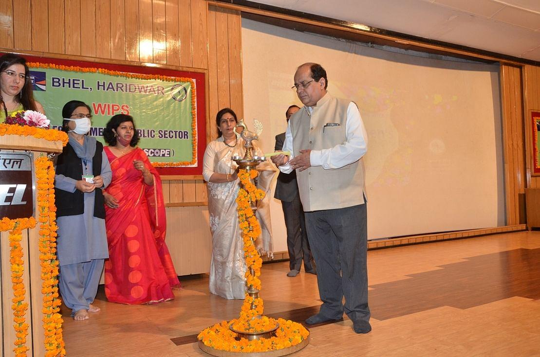 देश के विकास में महिलाओं की उत्कृष्ट भूमिका :  गुलाटी
