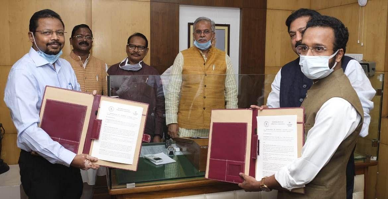 रायपुर : छत्तीसगढ़ के समग्र विकास के लिए राज्य सरकार और इंडिया सेंटर फॉउंडेशन के बीच किए गए एमओयू पर हस्ताक्षर