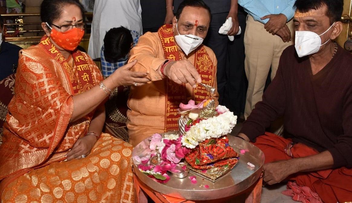 स्थानीय निकाय चुनाव में शानदार जीत के बाद मुख्यमंत्री ने पत्नी के साथ अंबाजी में किए दर्शन