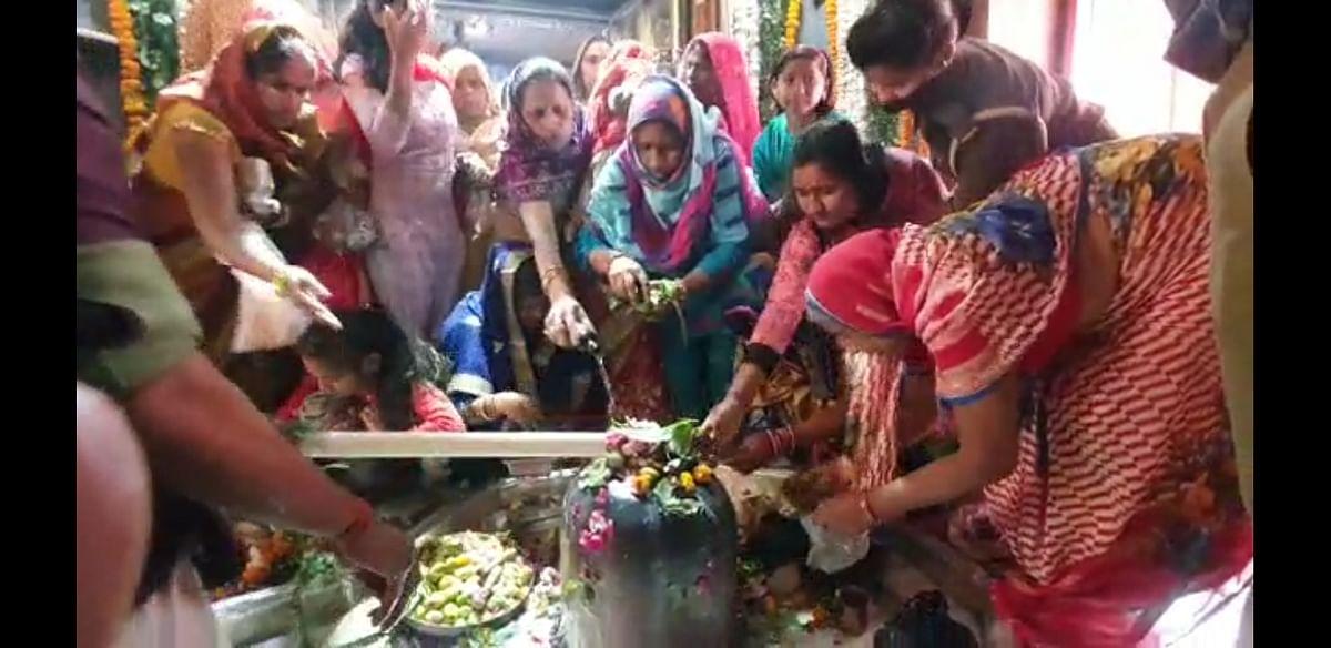 कन्नौज : इत्र नगरी में एक ही शिवलिंग में विराजमान हैं भगवान शंकर का परिवार, दर्शन को उमड़ी भीड़