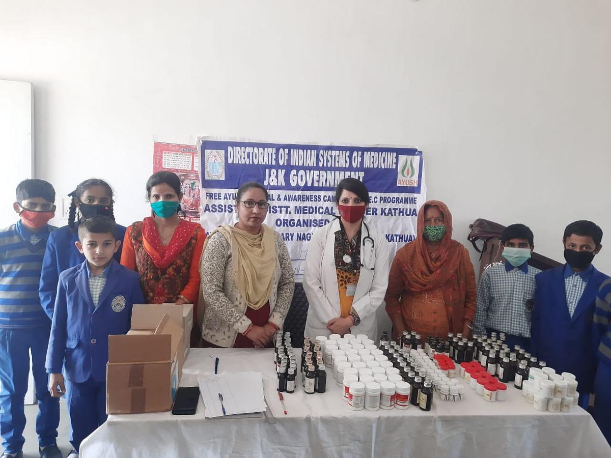 आयुष विभाग बसोहली द्वारा रूकूल मे लगाया गया स्वास्थ्य जांच व जागरूकता कैंप, 160 बच्चों को निशुल्क दवाईयंा वितरित की गई