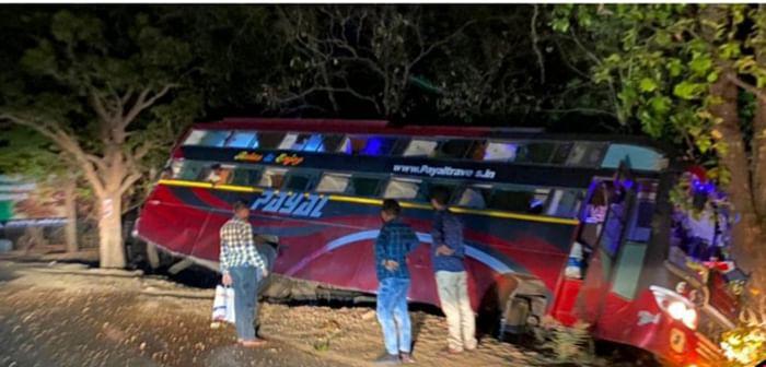 सुकमा: पायल ट्रेवल्स की बस पेड़ से टकराई , कोई हताहत नहीं