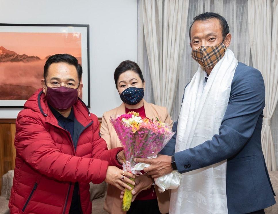 chief-minister-tamang-honored-padma-shri-tarundeep-rai