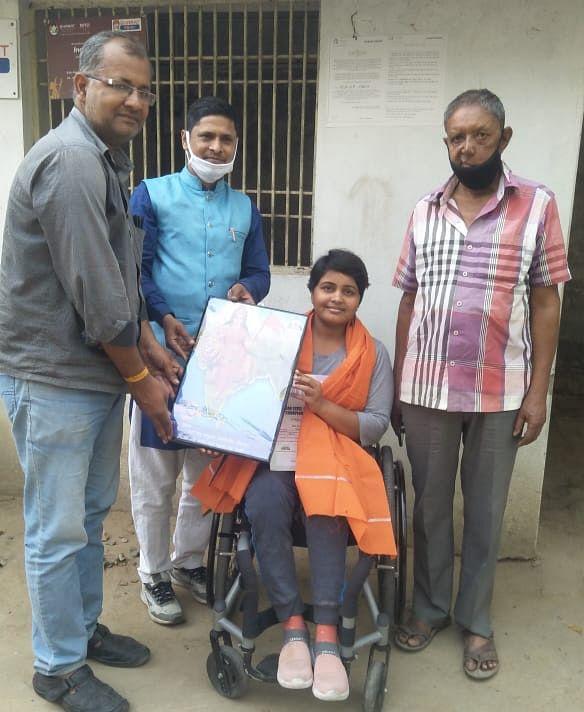 गोल्ड मेडल विजेता दिव्यांग प्रतिभा को सम्मानित करने क्रीड़ा भारती पहुंची हरिहरपुर