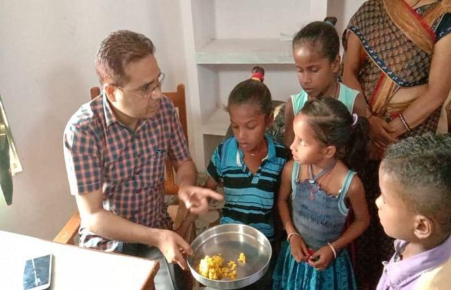 बलिया : प्राथमिक विद्यालय की प्रथम की छात्रा की गले में बेर अटकने से मौत, प्रधानाध्यक निलंबित