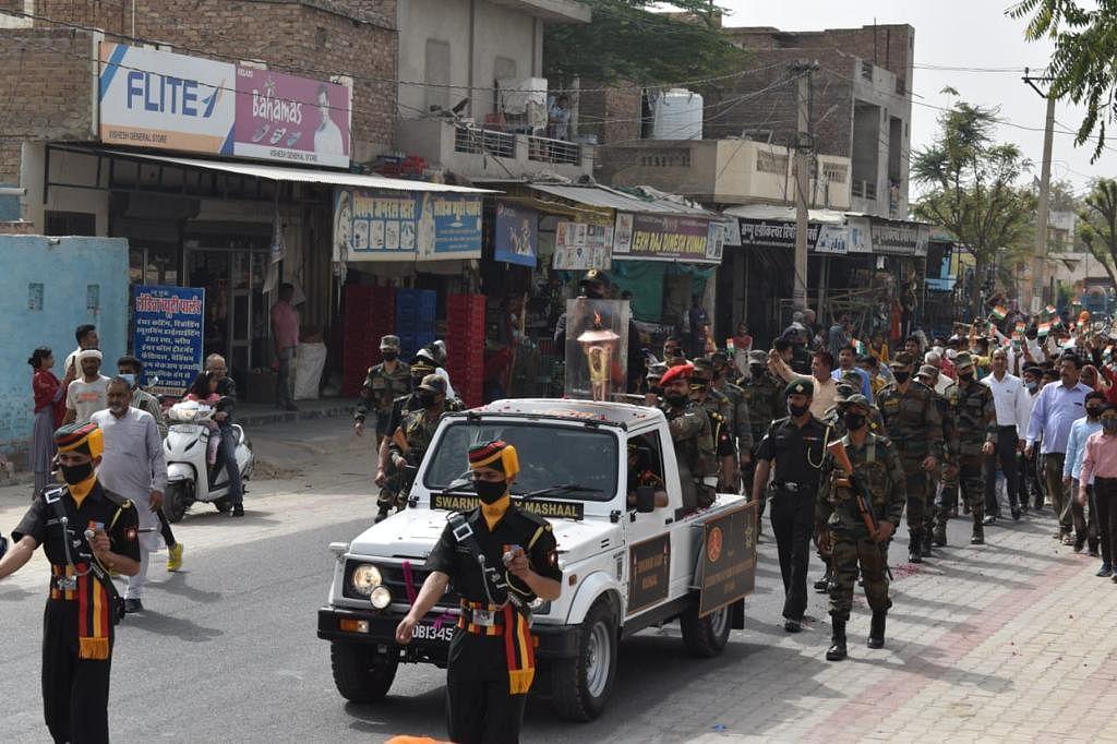 भारतीय सेना के बैगपाइपरों ने बजायी मार्शल धुनें, लोगों को किया मंत्रमुग्ध