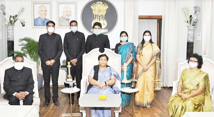 रायपुर : मानवीय संवेदनाओं के साथ जनजाति समाज की समस्याओं का करें समाधान : राज्यपाल