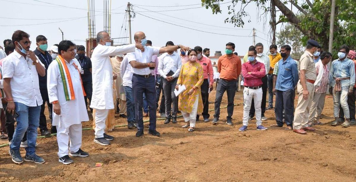 रायपुर : पर्यटन मंत्री ने चंदखुरी में कौशल्या माता मंदिर क्षेत्र में निर्माणाधीन कार्याें का किया अवलोकन